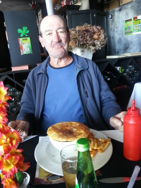 Dad was very pleased with his freshly made snake and pygmy pie (OK OK, it was steak and kidney) and handful of chips