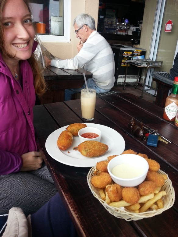 That's an iced coffee/coffee shake in front of me, three large feta-and-bacon stuffed jalapeno poppers with sweet chilli dipping sauce, and a basket of prawn tempura and chips. Not pictured - Hubby and his Castle Draught. Apologies to man at next table pondering his newspaper