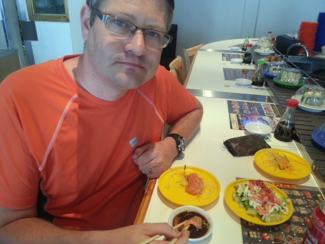 All that walking and paddling made us hungry. Husband stemmed his hunger with salmon sushi...
