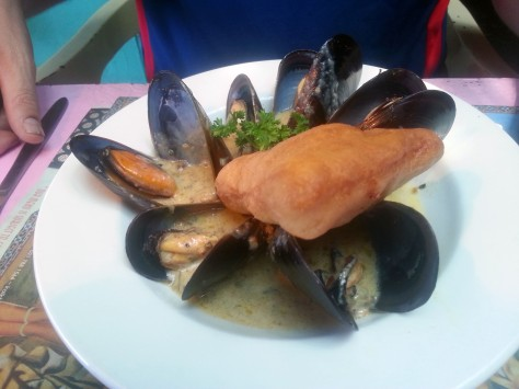 We were still heading to Mum's for lupper, so Husband elected the mussel tapas - lovely white wine sauce, he said