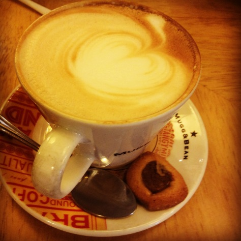 The easy cappuccino at Mugg n Bean always goes down a treat for me as it's extra milky. That side biscuit was a treat.