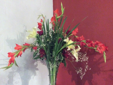 Pretty floral display at the Fire & Ice Hotel, where I attended a morning event on Wednesday. Just not so keen on the red wall, due to previous house having questionable red sections.