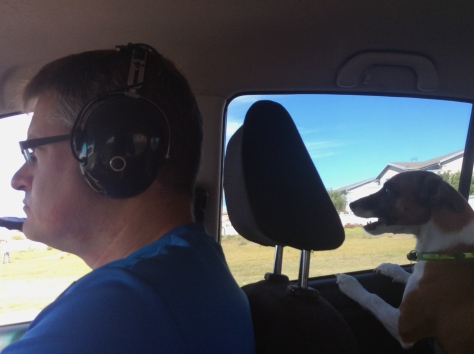 This is how poor Husband had to drive to the parents' house for lupper - with his aviation headset blocking out Bertie's enthusiastic shouting/singing/greeting all the way there.
