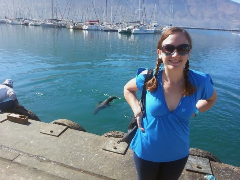 Pretty yachts in Hout Bay, and you can just see the seal to my left, heading towards the man feeding him fish right from his own mouth (sies).