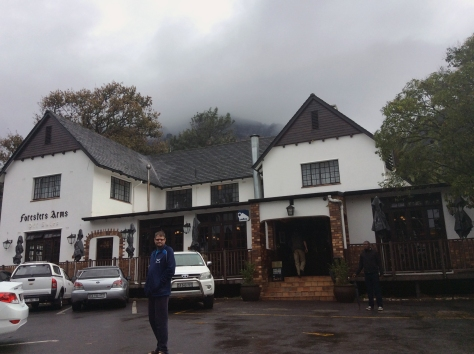 I enjoyed last Friday's office lunch at Forries so much that it was the first place that sprang to mind when I saw the weather on Sunday. Here is Husband just outside - you can just see the edge of Devil's Peak behind Forries.