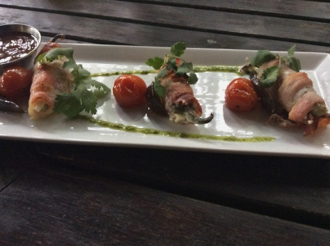 I went for the jalapeno poppers wrapped in bacon, with pesto drizzled on the plate along with sliced fig and roasted baby tomatoes. A wonderful taste explosion!