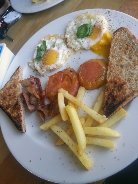 Al this for R24 - eggs cooked just as we asked for, grilled tomato, fresh chips, hot toast, streaky bacon. Yum. We'll be back!